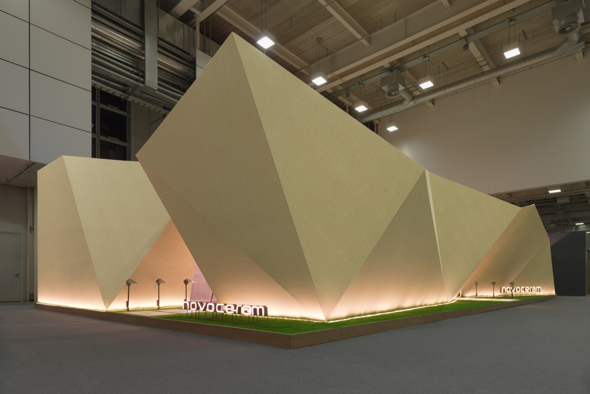 Stand Origami Cersaie
